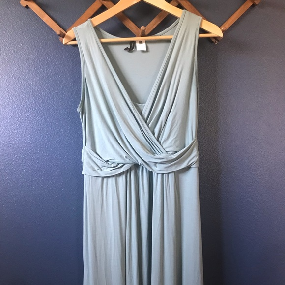 Mothers en Vogue Dresses & Skirts - Sleeveless Nursing-friendly Wrap Dress